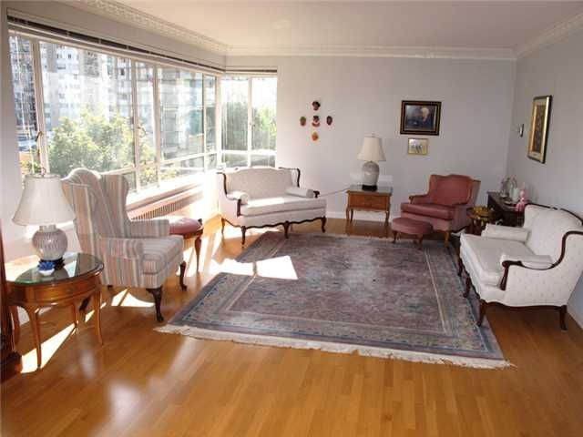"""Photo 3: Photos: 505 1949 Beach Avenue in Vancouver: West End VW Condo for sale in """"Beach Town House Apartments Ltd"""" ()  : MLS®# V848327"""
