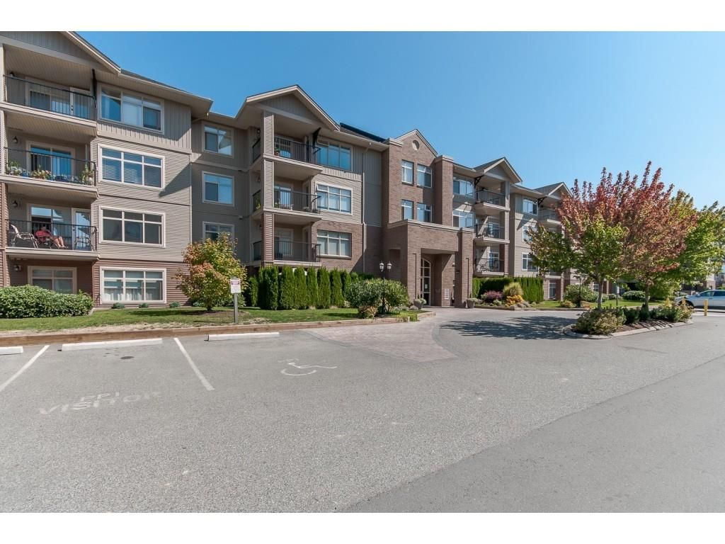 """Main Photo: 110 45769 STEVENSON Road in Sardis: Sardis East Vedder Rd Condo for sale in """"PARK PLACE 1"""" : MLS®# R2388482"""