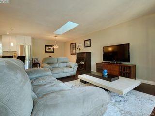 Photo 4: 3185 Monnington Pl in VICTORIA: La Glen Lake Half Duplex for sale (Langford)  : MLS®# 793814