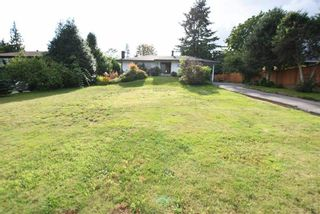 Photo 1: 587 N DOLLARTON Highway in North Vancouver: Dollarton House for sale : MLS®# R2574951
