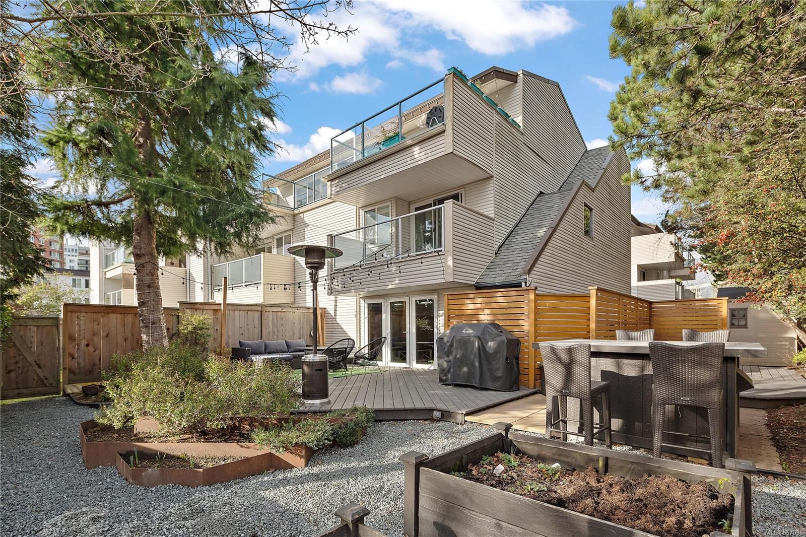 Main Photo: 7 331 Robert St in : VW Victoria West Row/Townhouse for sale (Victoria West)  : MLS®# 867098
