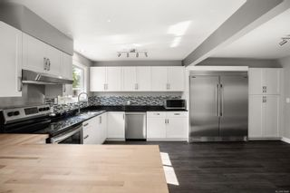 Photo 8: 3192 Shakespeare St in : Vi Oaklands House for sale (Victoria)  : MLS®# 878494