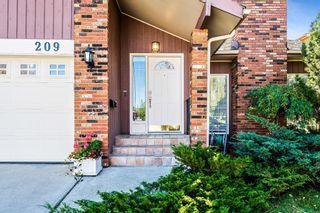 Photo 1: 209 Oakchurch Bay SW in Calgary: Oakridge Detached for sale : MLS®# A1149964