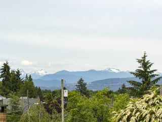 """Photo 9: 4285 MACDONALD Street in Vancouver: Arbutus House for sale in """"Arbutus"""" (Vancouver West)  : MLS®# R2551166"""