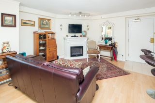 """Photo 8: 611 500 W 10TH Avenue in Vancouver: Fairview VW Condo for sale in """"Cambridge Court"""" (Vancouver West)  : MLS®# R2381638"""