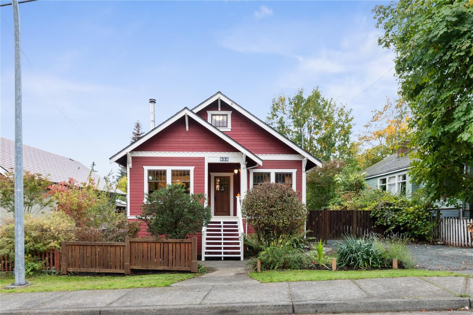 Main Photo: 955 Comox Rd in : Na Old City House for sale (Nanaimo)  : MLS®# 888134