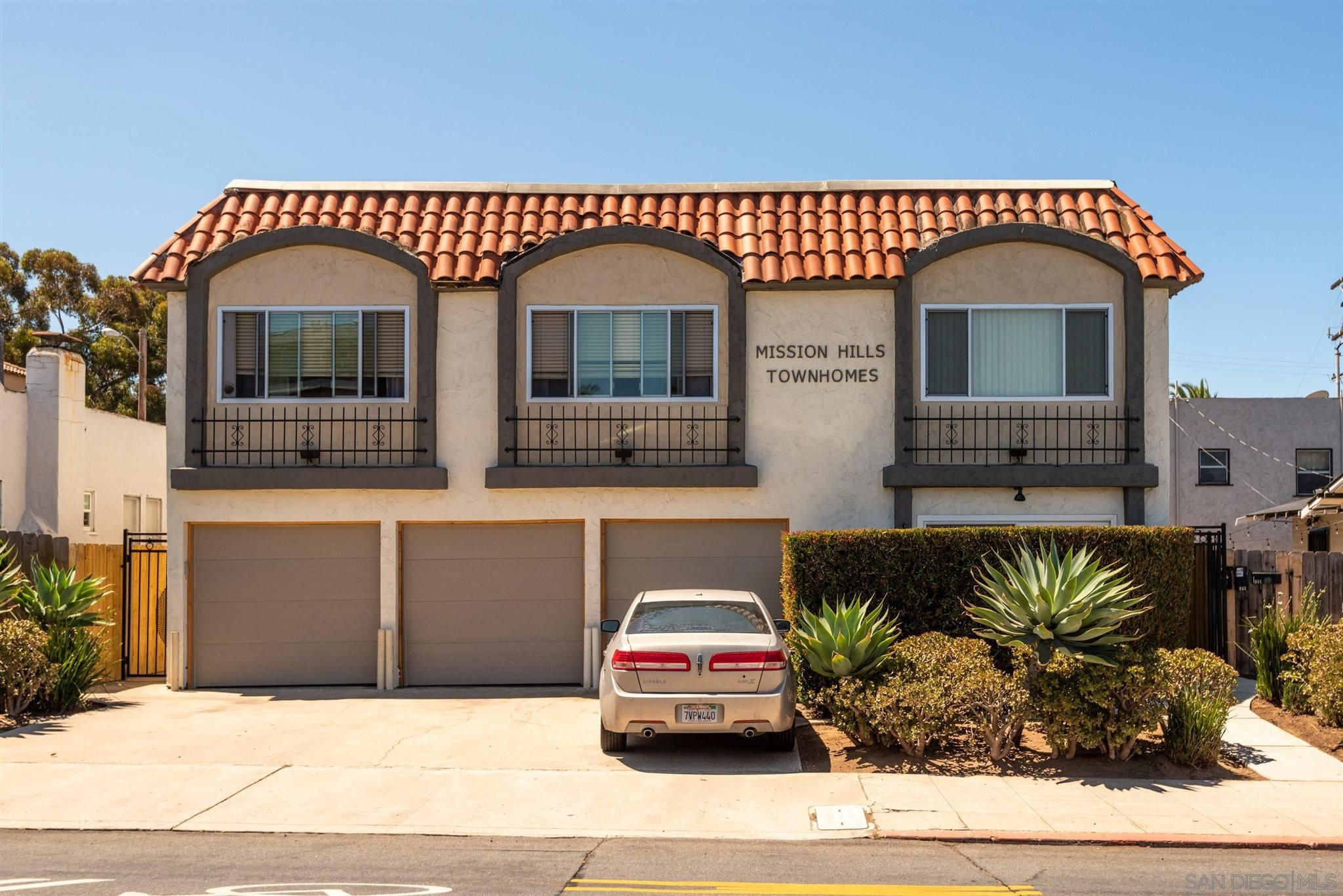 Main Photo: HILLCREST Condo for sale : 1 bedrooms : 339 W University Ave #B in San Diego