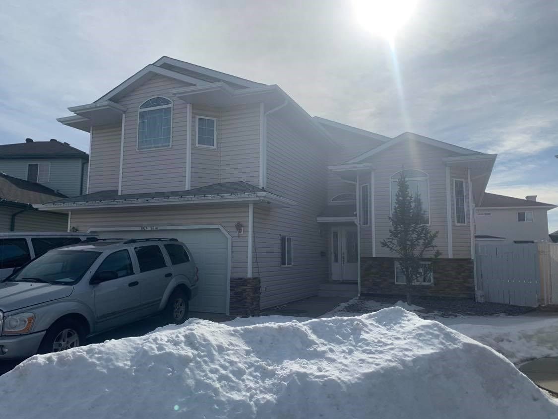 Main Photo: 6927 166 Avenue in Edmonton: Zone 28 House for sale : MLS®# E4234134