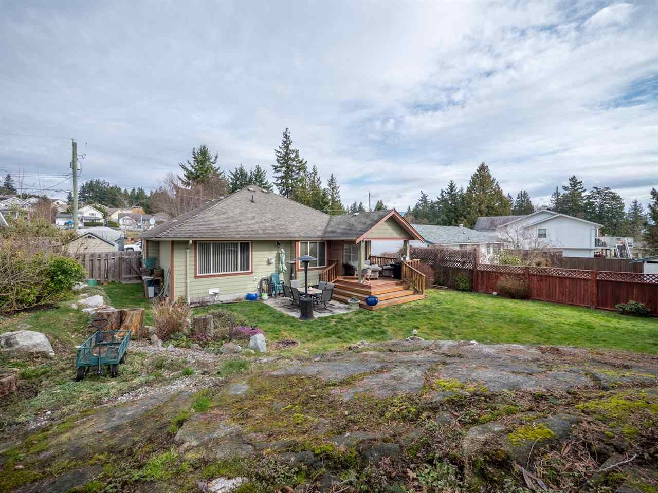 Photo 20: Photos: 6335 PICADILLY Place in Sechelt: Sechelt District House for sale (Sunshine Coast)  : MLS®# R2248834