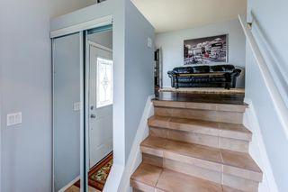 Photo 3: 3613 44 Avenue in Edmonton: Zone 29 House for sale : MLS®# E4246393
