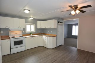 """Photo 6: 75 95 LAIDLAW Road in Smithers: Smithers - Rural Manufactured Home for sale in """"MOUNTAIN VIEW MOBILE HOME PARK"""" (Smithers And Area (Zone 54))  : MLS®# R2399159"""