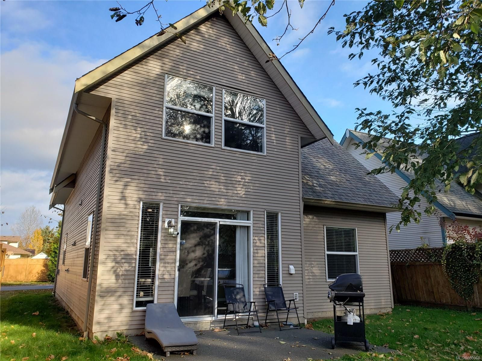 Photo 2: Photos: 105 2787 1st St in Courtenay: CV Courtenay City House for sale (Comox Valley)  : MLS®# 860068