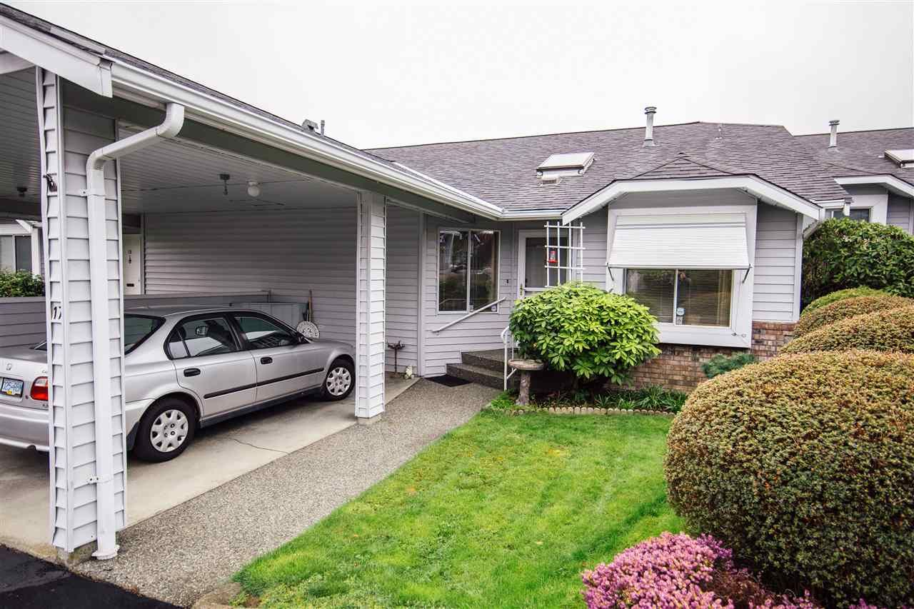 Main Photo: 17 2989 TRAFALGAR Street in Abbotsford: Central Abbotsford Townhouse for sale : MLS®# R2357080