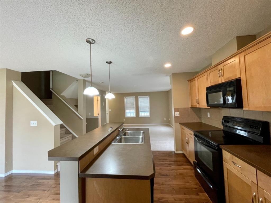 Main Photo: 32 Country Village Lane NE in Calgary: Country Hills Village Row/Townhouse for sale : MLS®# A1115635