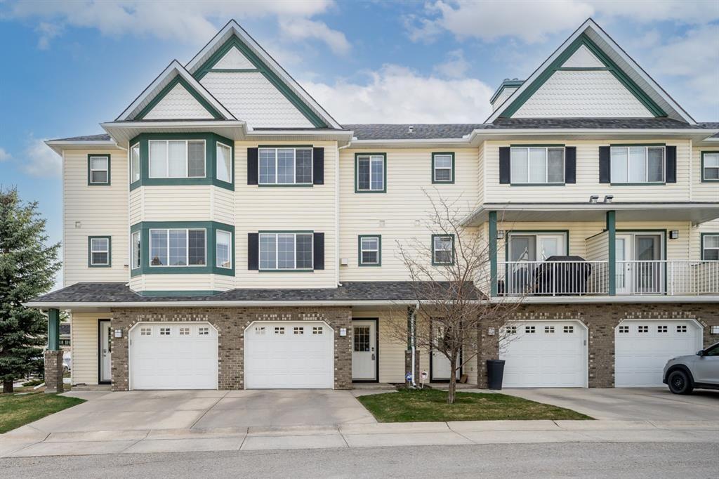 Main Photo: 5 Cougar Ridge Mews SW in Calgary: Cougar Ridge Row/Townhouse for sale : MLS®# A1105171