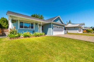 Photo 1: 8695 TILSTON Street in Chilliwack: Chilliwack E Young-Yale House for sale : MLS®# R2588024