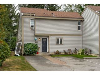 Photo 1: 6112 E GREENSIDE DRIVE in Surrey: Cloverdale BC Townhouse for sale (Cloverdale)  : MLS®# R2403144