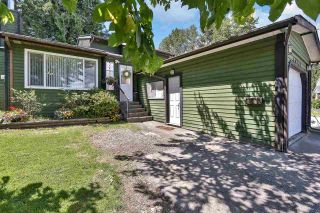 """Photo 3: 10133 147A Street in Surrey: Guildford House for sale in """"GREEN TIMBERS"""" (North Surrey)  : MLS®# R2591161"""