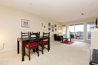 """Photo 4: 207 3082 DAYANEE SPRINGS BOULEVARD Boulevard in Coquitlam: Westwood Plateau Condo for sale in """"The Lanterns"""" : MLS®# R2443838"""