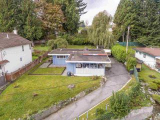 """Photo 2: 1934 WARWICK Crescent in Port Coquitlam: Mary Hill House for sale in """"MARY HILL"""" : MLS®# R2510324"""