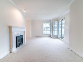 """Photo 3: 305 3766 W 7TH Avenue in Vancouver: Point Grey Condo for sale in """"THE CUMBERLAND"""" (Vancouver West)  : MLS®# R2583728"""