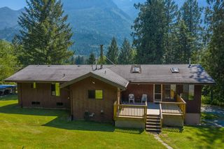 """Photo 4: 49199 CHILLIWACK LAKE Road in Chilliwack: Chilliwack River Valley House for sale in """"Chilliwack River Valley"""" (Sardis) : MLS®# R2597869"""