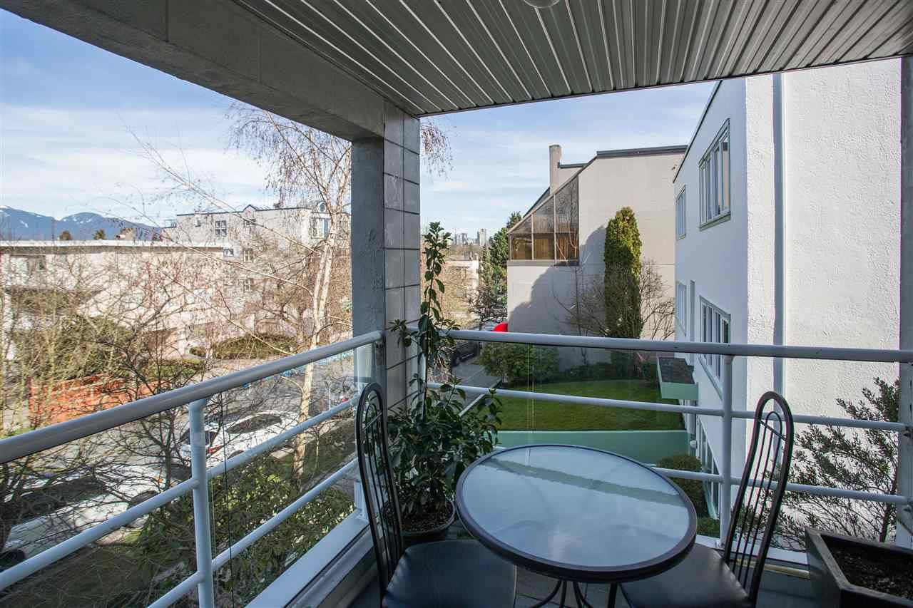 Photo 6: Photos: 2232 YORK Avenue in Vancouver: Kitsilano Townhouse for sale (Vancouver West)  : MLS®# R2255539