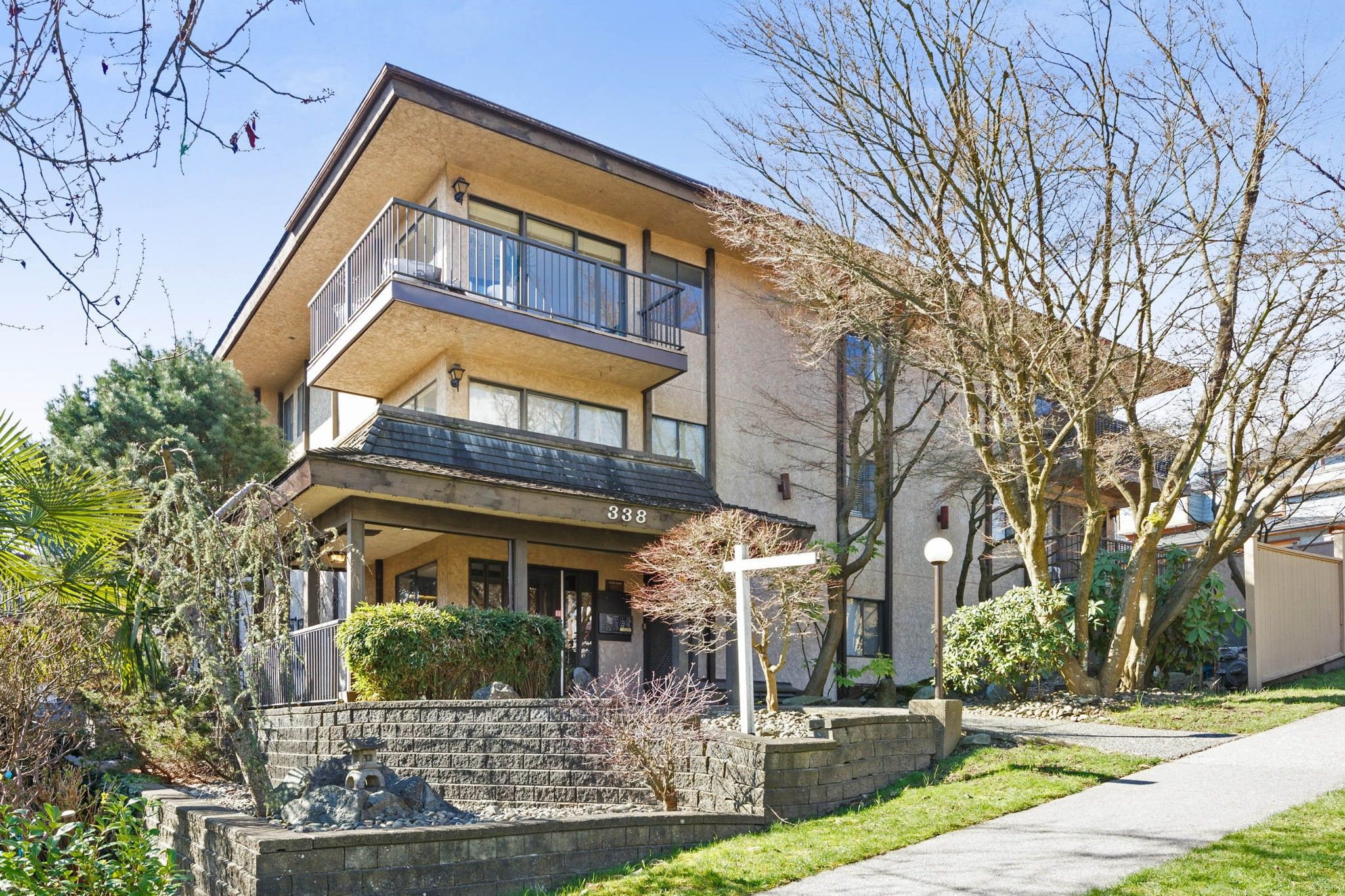 Main Photo: 103 338 WARD Street in New Westminster: Sapperton Condo for sale : MLS®# R2252745