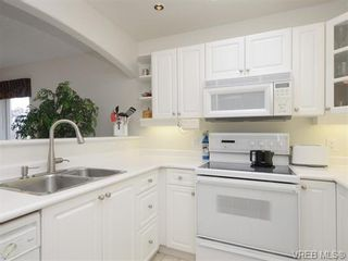 Photo 6: 18 126 Hallowell Rd in VICTORIA: VR Glentana Row/Townhouse for sale (View Royal)  : MLS®# 744425
