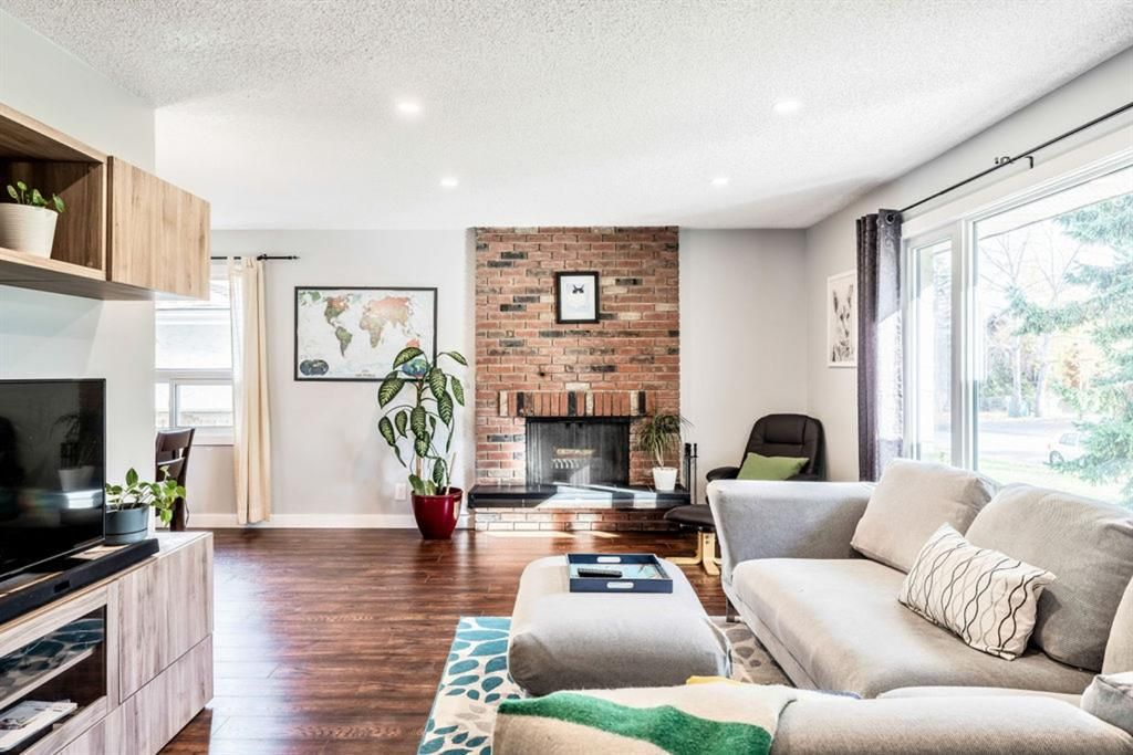Main Photo: 2628 106 Avenue SW in Calgary: Cedarbrae Detached for sale : MLS®# A1153154