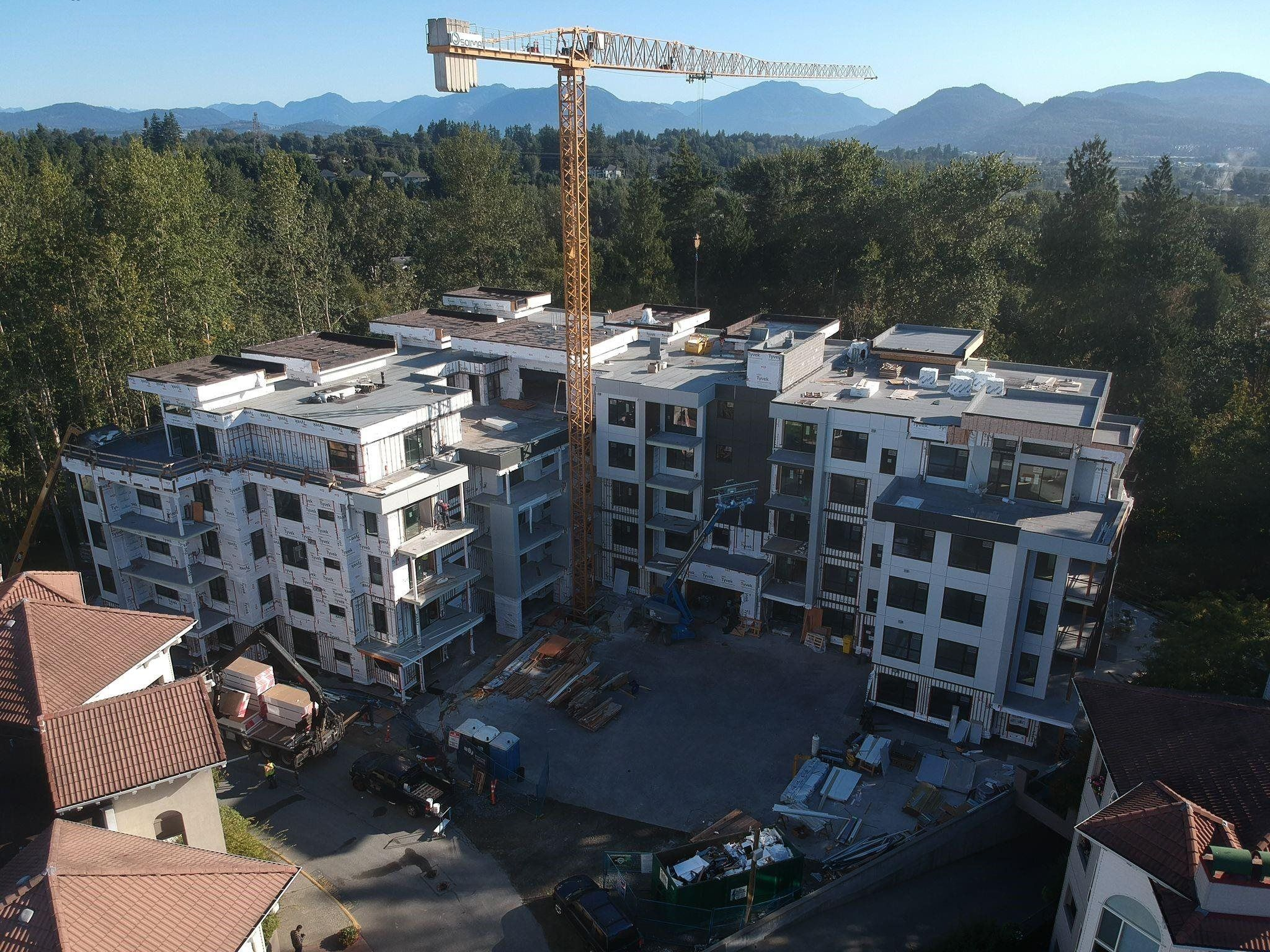 """Main Photo: 411 3182 GLADWIN ROAD in Abbotsford: Central Abbotsford Condo for sale in """"Regency Park"""" : MLS®# R2618201"""