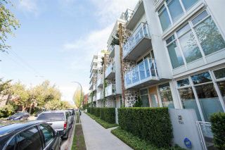 "Photo 2: 2405 HEATHER Street in Vancouver: Fairview VW Townhouse for sale in ""700 WEST 8TH"" (Vancouver West)  : MLS®# R2366688"