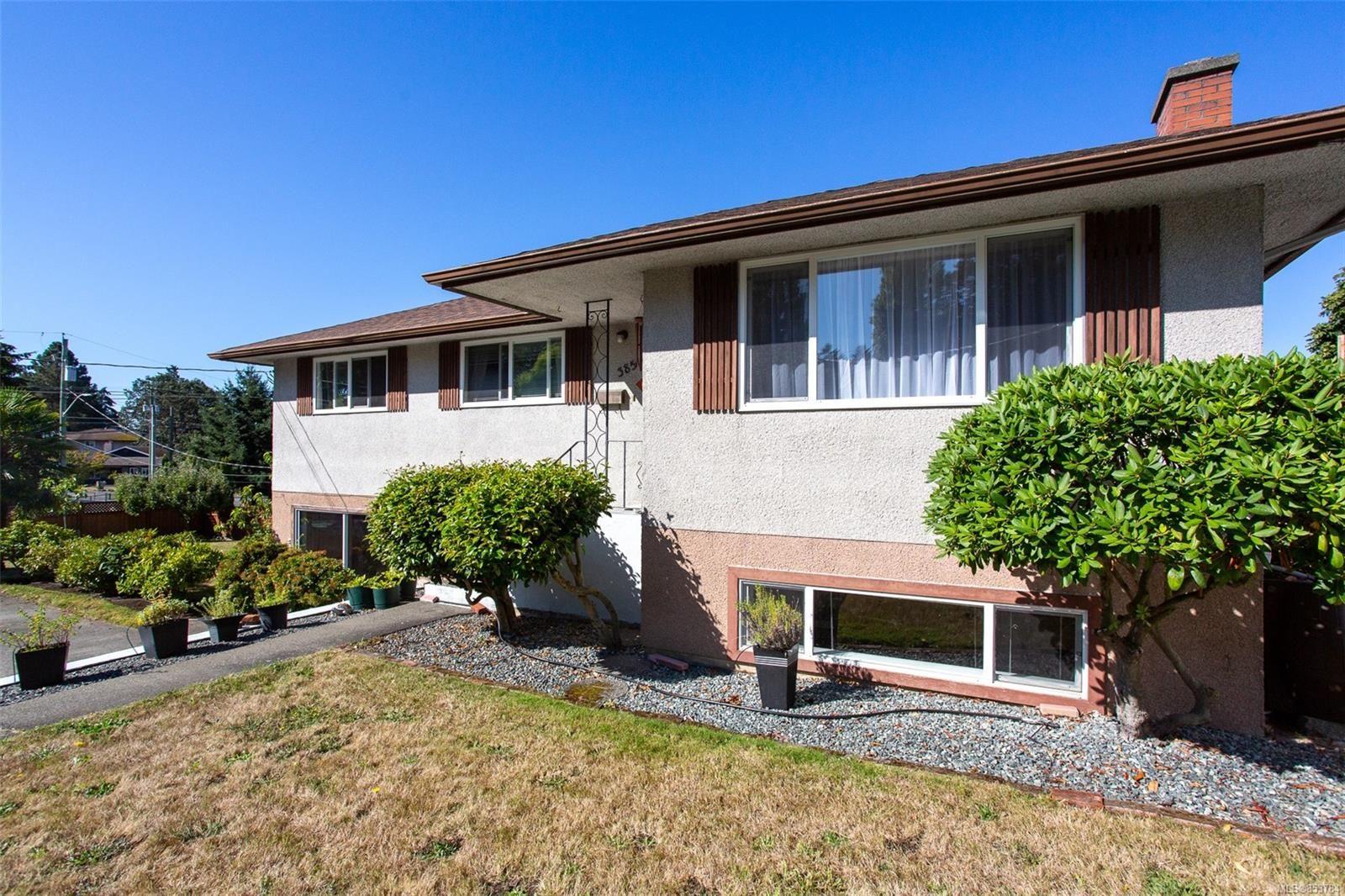 Main Photo: 3851 Merriman Dr in : SE Cedar Hill House for sale (Saanich East)  : MLS®# 853784