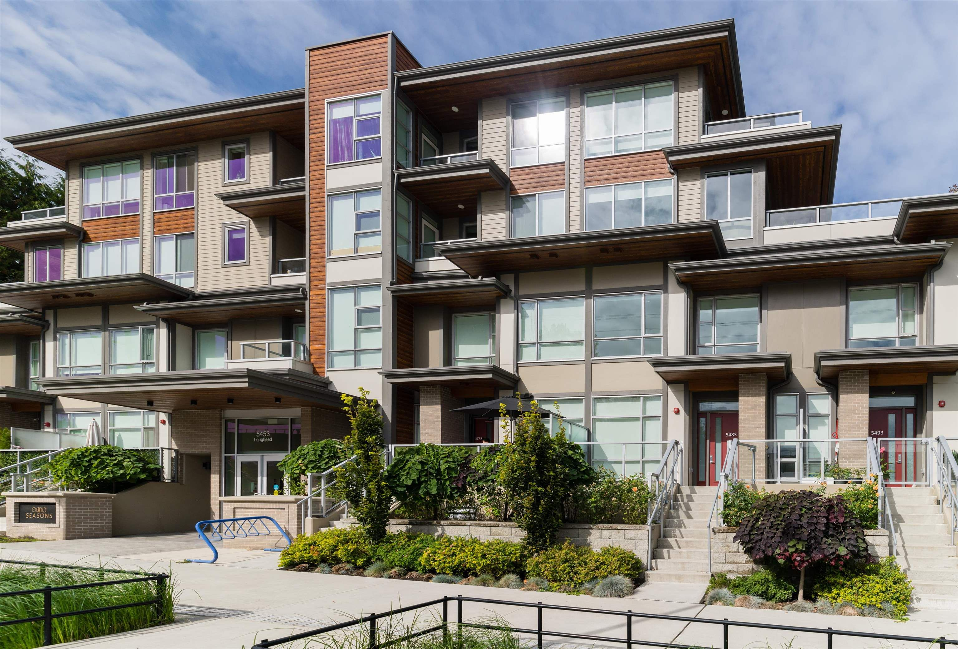 """Main Photo: 5483 LOUGHEED Highway in Burnaby: Parkcrest Townhouse for sale in """"Seasons"""" (Burnaby North)  : MLS®# R2620234"""