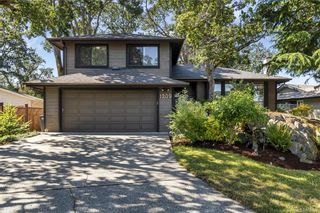 Photo 1: 1209 Camas Crt in Saanich: SE Lake Hill House for sale (Saanich East)  : MLS®# 844776