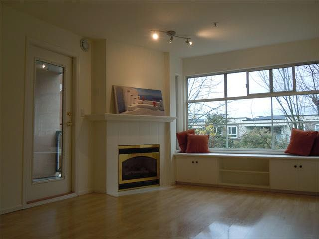 Photo 3: Photos: 307 2388 TRIUMPH Street in Vancouver: Hastings Condo for sale (Vancouver East)  : MLS®# V1094693