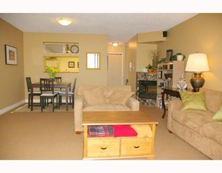 """Photo 2: 121 10TH Street in New Westminster: Uptown NW Condo for sale in """"Vista Royale"""" : MLS®# V639568"""