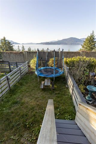 """Photo 7: 428 CROSSCREEK Road: Lions Bay Townhouse for sale in """"Lions Bay"""" (West Vancouver)  : MLS®# R2498583"""