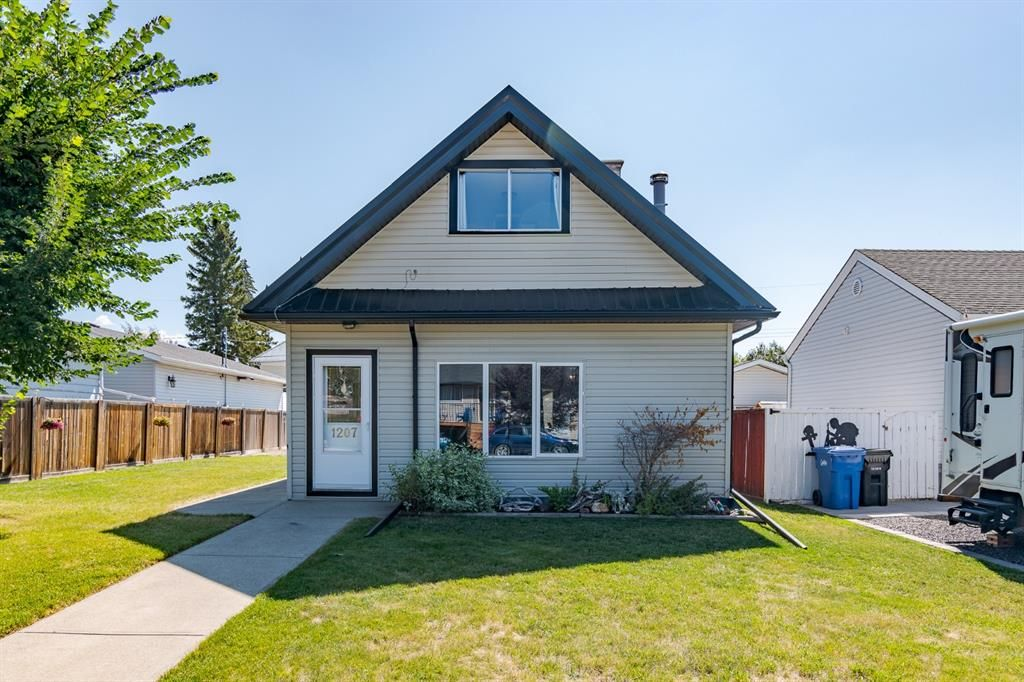 Main Photo: 1207 Centre Street: Carstairs Detached for sale : MLS®# A1142042