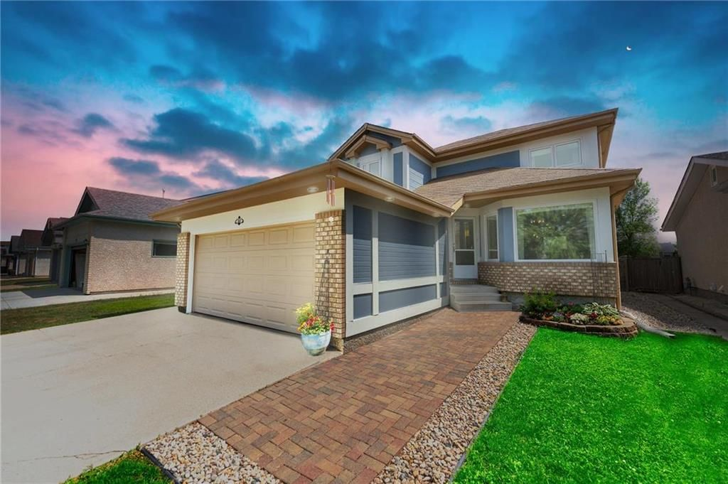 Main Photo: 40 Eastmount Drive in Winnipeg: River Park South Residential for sale (2F)  : MLS®# 202116211