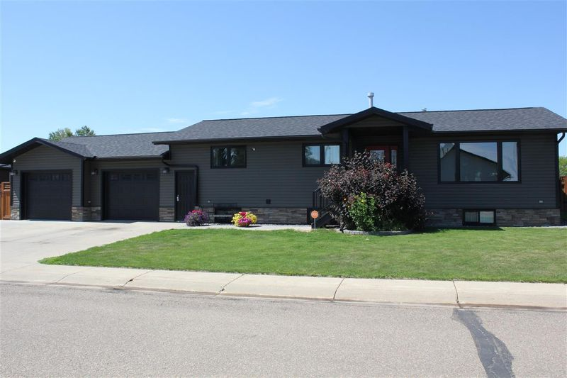 FEATURED LISTING: 4510 40A Street St. Paul Town