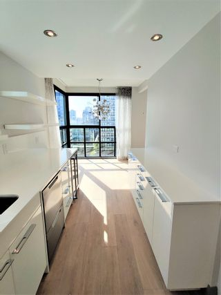 """Photo 7: 1703 909 BURRARD Street in Vancouver: West End VW Condo for sale in """"Vancouver Tower"""" (Vancouver West)  : MLS®# R2625529"""