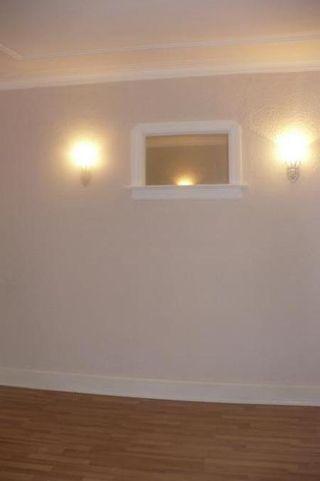 Photo 3: 479 Redwood Avenue in Winnipeg: Residential for sale (Canada)  : MLS®# 1114237
