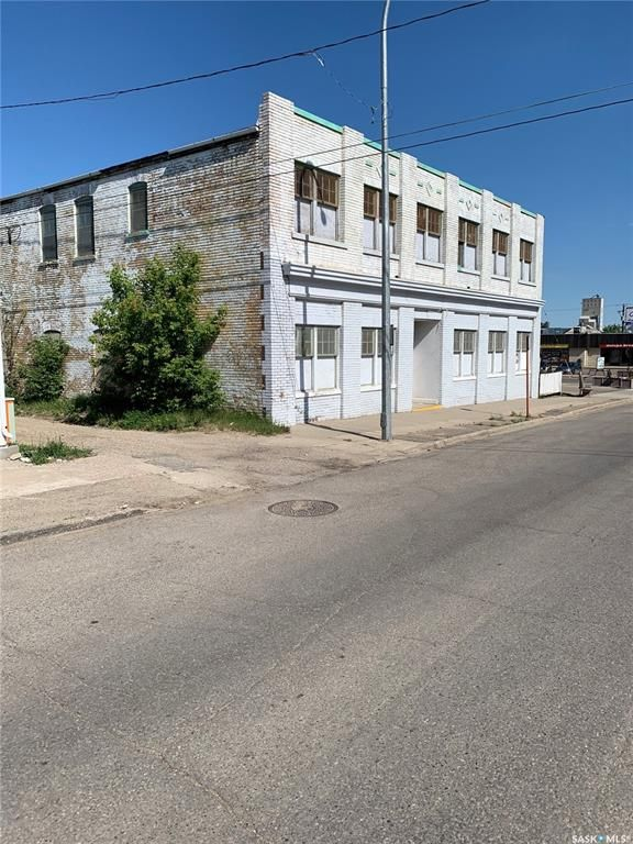 Main Photo: 414 4th Avenue Southwest in Moose Jaw: Westmount/Elsom Commercial for sale : MLS®# SK860504