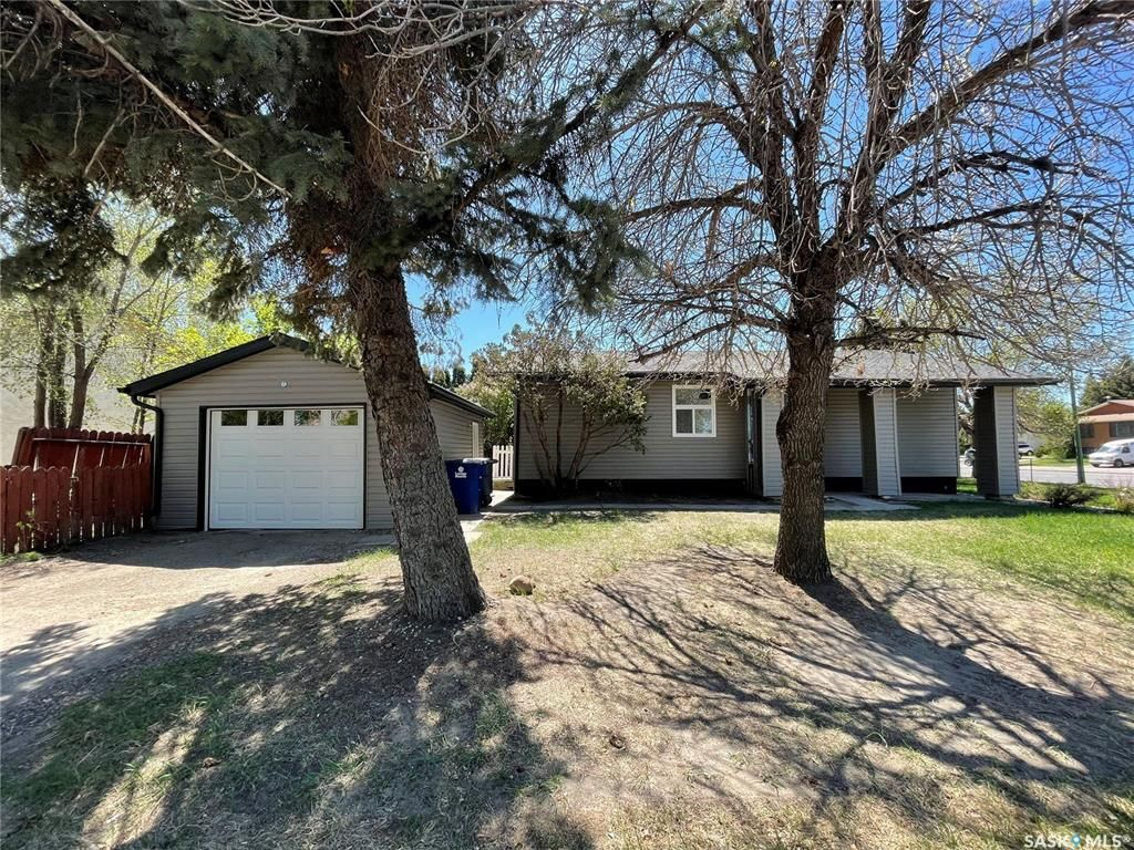Main Photo: 1903 McKercher Drive in Saskatoon: Lakeview SA Residential for sale : MLS®# SK856963