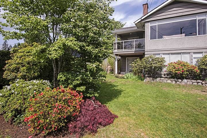 Photo 14: Photos: 1327 BRISBANE Avenue in Coquitlam: Harbour Chines House for sale : MLS®# R2061600