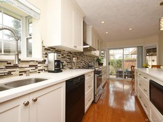 Photo 5: 5 901 Kentwood Lane in VICTORIA: SE Broadmead Row/Townhouse for sale (Saanich East)  : MLS®# 825659
