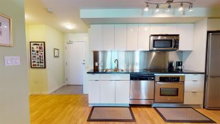 """Photo 4: 2206 788 HAMILTON Street in Vancouver: Downtown VW Condo for sale in """"TV TOWERS"""" (Vancouver West)  : MLS®# R2559691"""