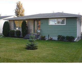 Photo 1: 68 WEINBERG Road in WINNIPEG: West Kildonan / Garden City Residential for sale (North West Winnipeg)  : MLS®# 2919766