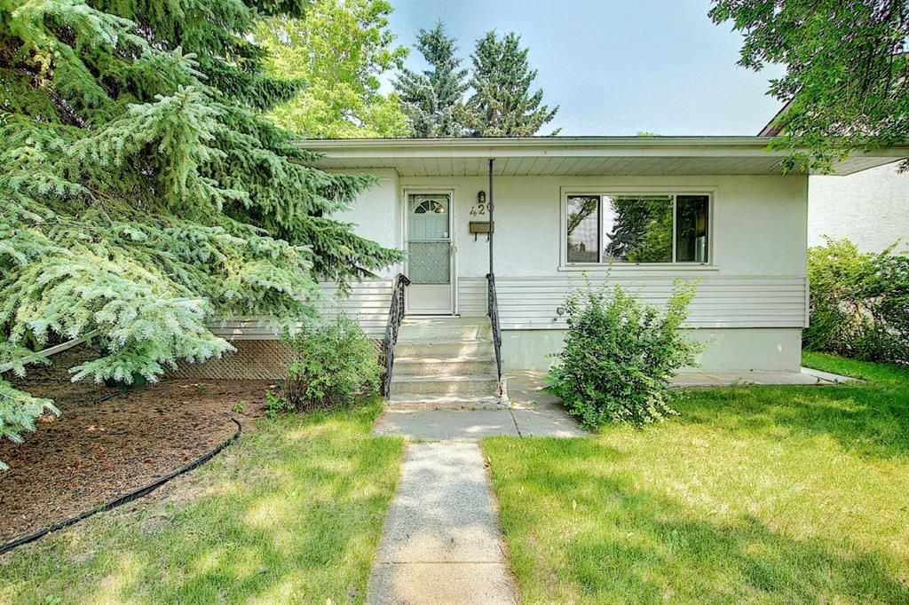Bungalow in an amazing location with huge backyard in the community of Thorncliffe just minutes from downtown!